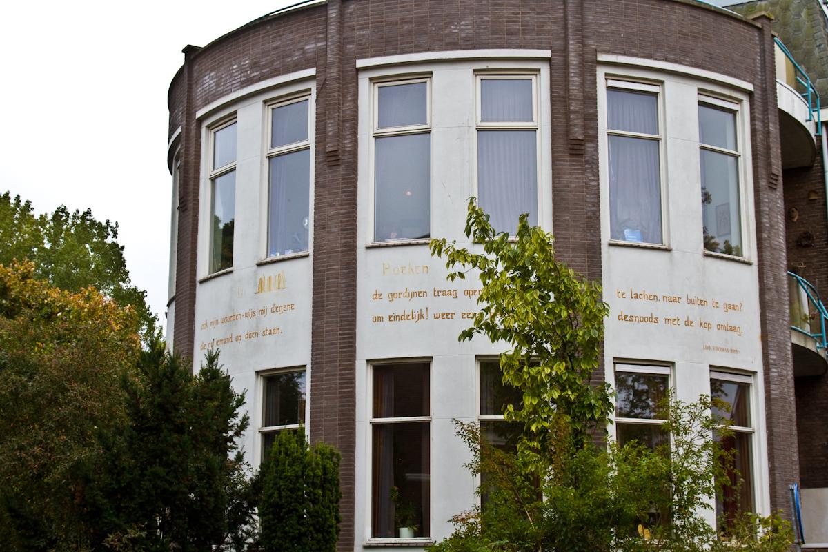In veertien boeken (1965)   Muurgedichten Leiden